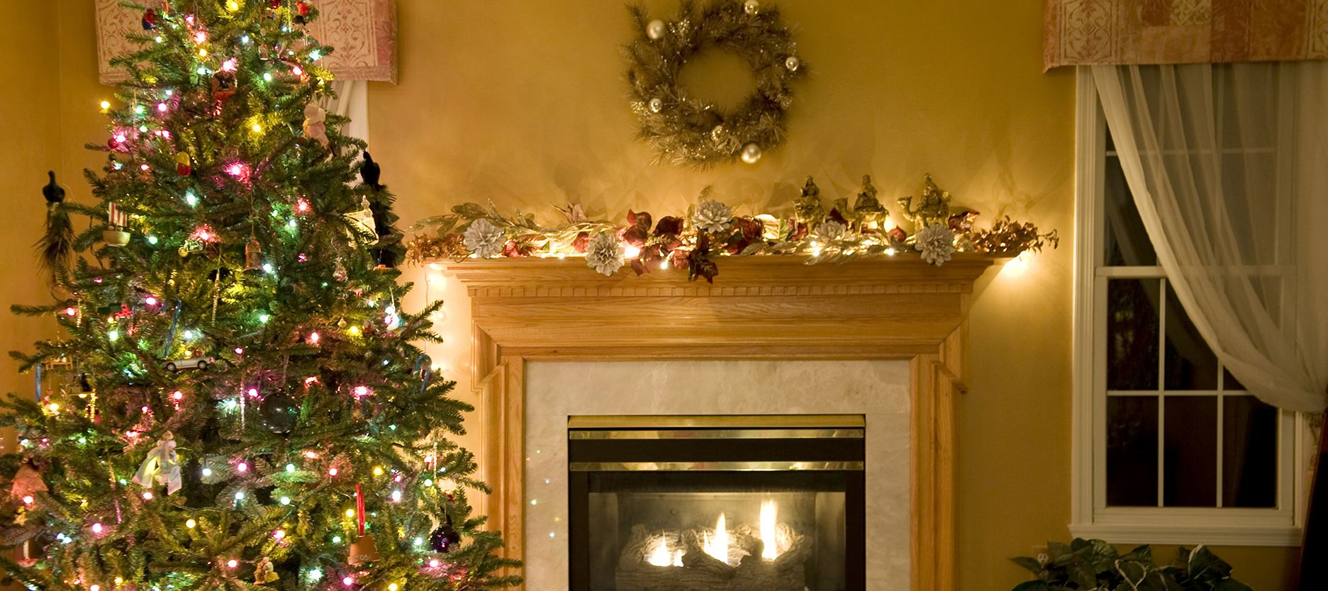 Bring The Spirit of Christmas Into Your Home With These Joyful Wall Paint Colours