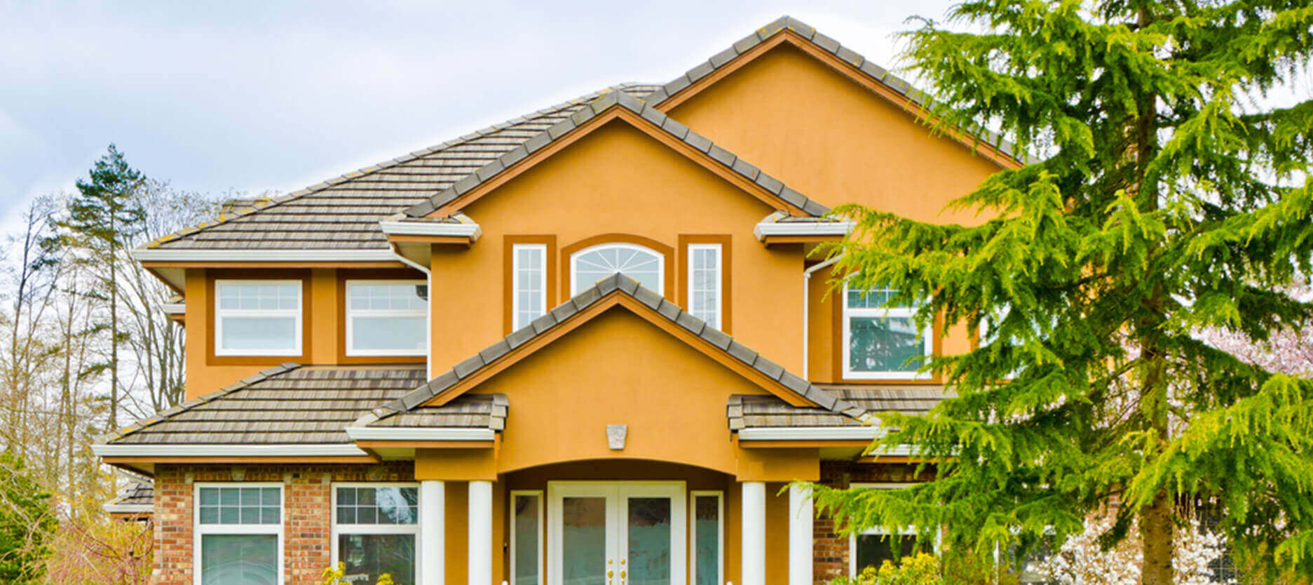 How to Pick the Right Exterior Paint for Your Home to Enhance Its Grandeur This Festive Season