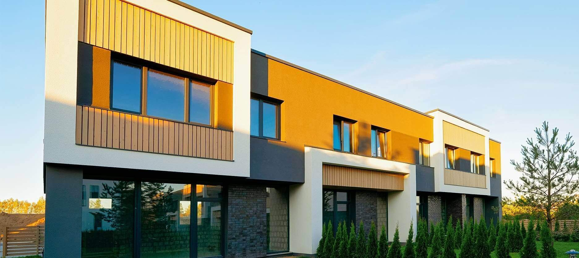 Innovative Colours That Complement White Home Exteriors